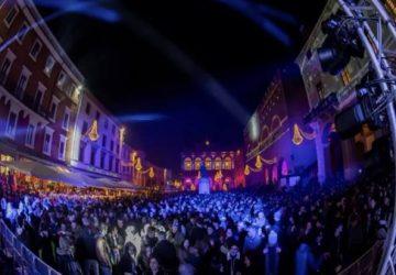 Rimini piazza 593x443 1 360x250 FOTO Riccione si prepara all 8217 estate nuovo lungomare con foglie stile Liberty