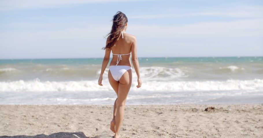 Riccione Offerta primo sole Sotto il sole di Riccione Andrea Roncato sfida Stranger Things nel promo del film
