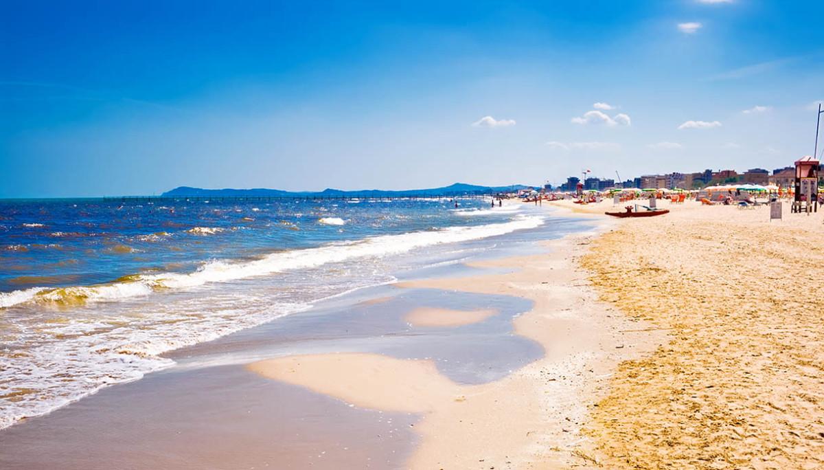 Spiagge emilia romagna pronte ripartire Riccione Last Minute Offerta Giugno