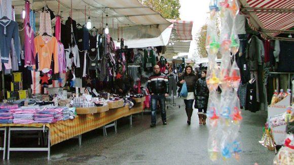 Mercato ambulante riccione 580x326 1 Sospeso a Riccione il mercato del venerd