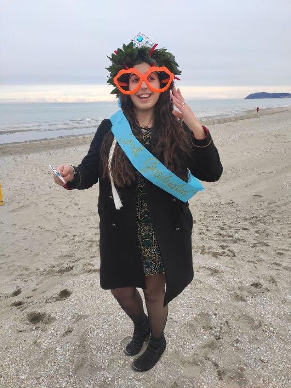 Aurora con occhiali FOTO Riccione si prepara all 8217 estate nuovo lungomare con foglie stile Liberty