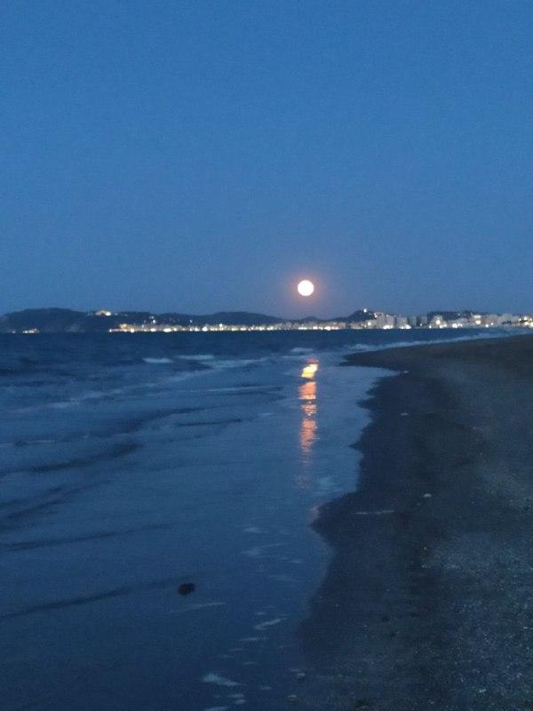Luna piena sul mare Riccione serata per licantropi al mare